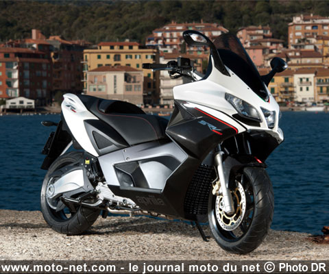 tous les tests essai srv 850 aprilia aussi a son hyperscooter. Black Bedroom Furniture Sets. Home Design Ideas