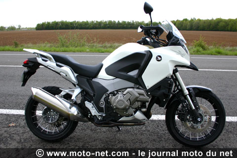 tous les comparatifs essai la bmw r1200gs face aux honda crosstourer kawasaki versys 1000. Black Bedroom Furniture Sets. Home Design Ideas