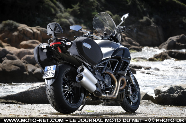 routi re essai ducati diavel strada le diable vous invite en duo. Black Bedroom Furniture Sets. Home Design Ideas