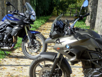 Duel BMW F700GS vs Triumph Tiger 800 : easy trails !