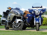Duel Goldwing Vs Roadmaster : carrosses aux pieds agiles !