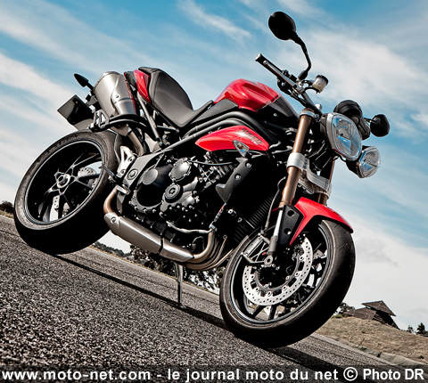 tous les tests essai triumph speed triple 2011 the king is back. Black Bedroom Furniture Sets. Home Design Ideas