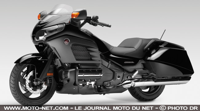 nouveaut s nouveaut s 2013 honda d pouille sa goldwing avec la f6b. Black Bedroom Furniture Sets. Home Design Ideas