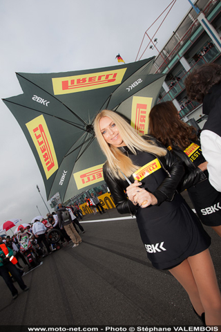 Galerie photos WSBK Magny-Cours 2013 : umbrella girls
